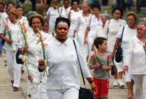 kobiety w bieli