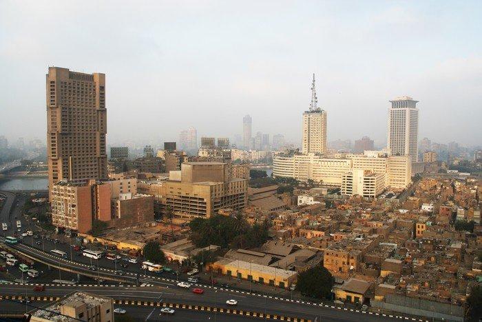 wieżowce i slumsy Kairu